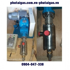 Bơm piston CO2 lỏng 300kg/h. 10MPA